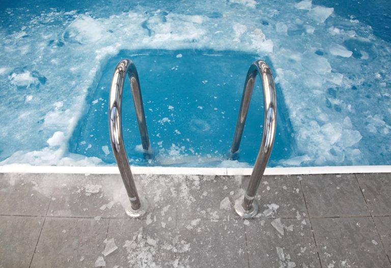 ghiaccio in piscina