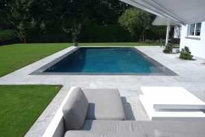 piscina a sfioro piana